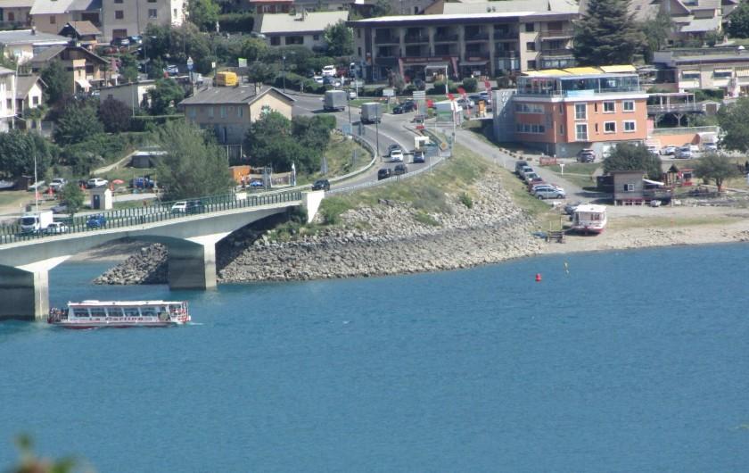 Location de vacances - Appartement à Savines-le-Lac - Carline qui promène sur le lac