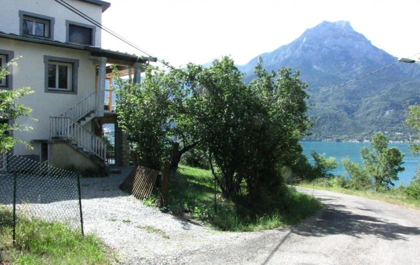 Location de vacances - Appartement à Savines-le-Lac - Entrée privée avec sa place de parking privée