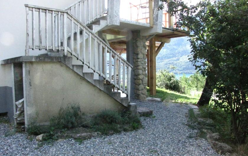 Location de vacances - Appartement à Savines-le-Lac - Entrée gravillonnée de votre location