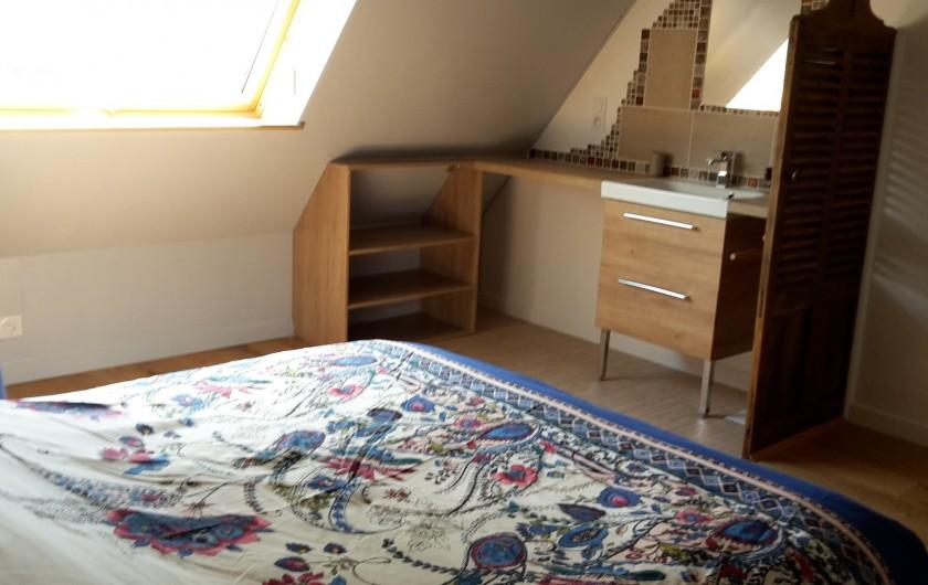 Location de vacances - Gîte à Bosville - chambre parentale coin lavabo