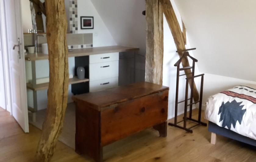 Location de vacances - Gîte à Bosville - chambre 2 lits 90 coin lavabo