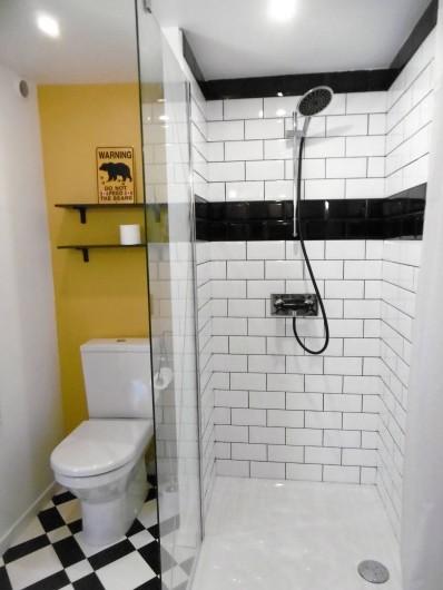 Location de vacances - Gîte à Roujan - Salle d'eau avec douche à l'italienne et WC