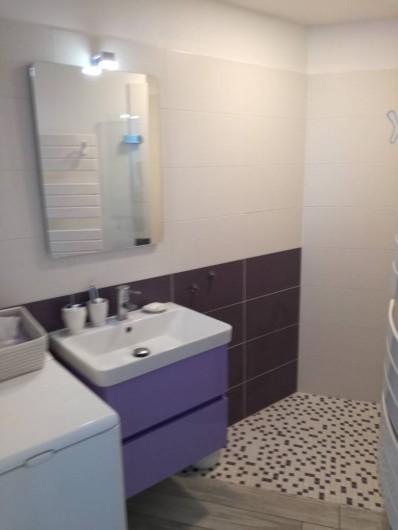 Location de vacances - Appartement à Le Lavandou - Salle de bains  douche à l'italienne