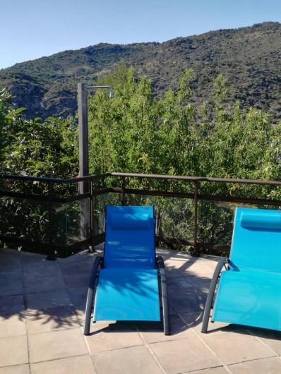 Location de vacances - Appartement à Le Lavandou - Transats bain de soleil et douche