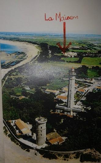 Location de vacances - Maison - Villa à Saint-Clément-des-Baleines - flèche pour pointer la maison à 100 m de l'accès à la grande plage de  la Conche