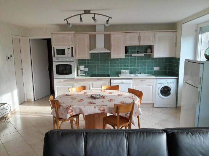 Location de vacances - Gîte à Peyreleau - Vue appartement coin cuisine