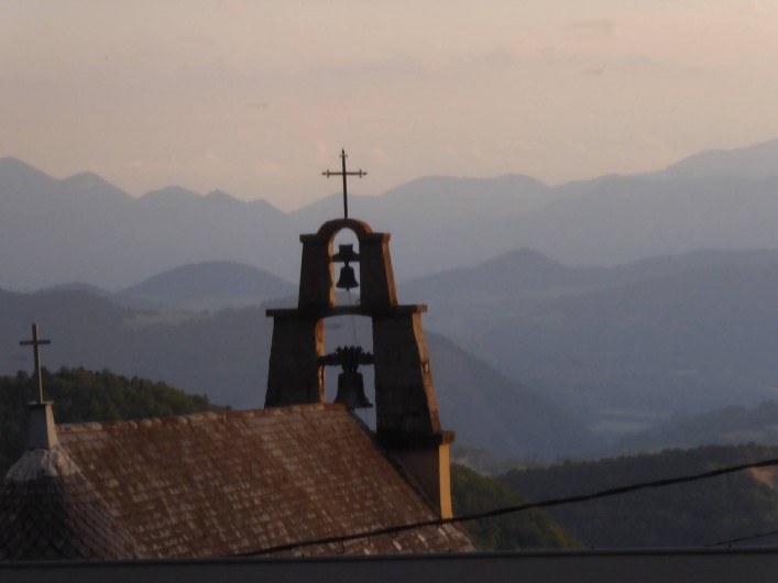 Location de vacances - Chambre d'hôtes à Oris-en-Rattier - l'église du village