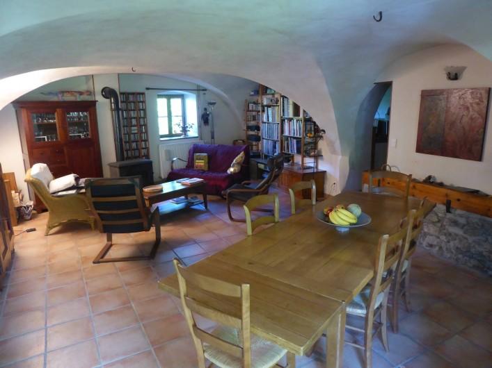 Location de vacances - Chambre d'hôtes à Oris-en-Rattier - la salle à manger , salon avec  son poêle à bois