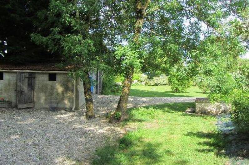 Location de vacances - Gîte à Saint-Crepin - Parking ombré