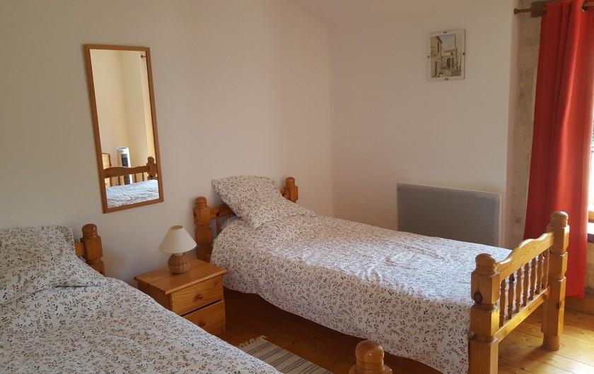 Location de vacances - Gîte à Saint-Crepin - Chambre 2 - gite Le Tournesol