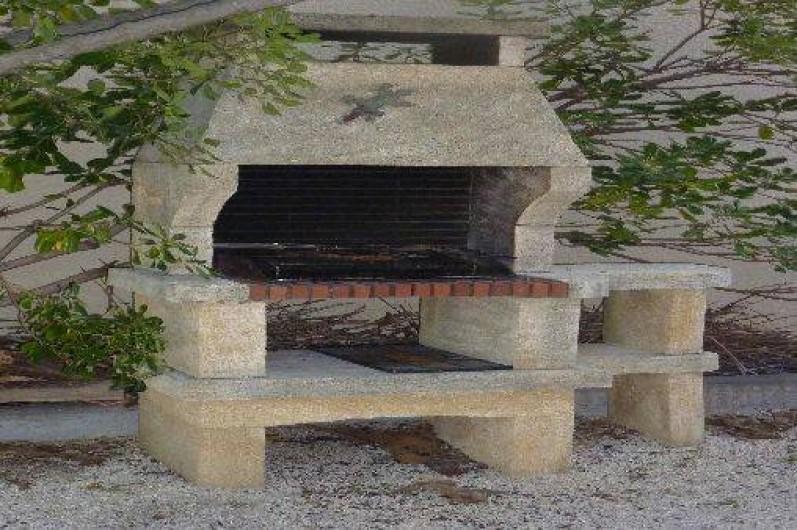 Location de vacances - Maison - Villa à Uzès - Barbecue du jardin