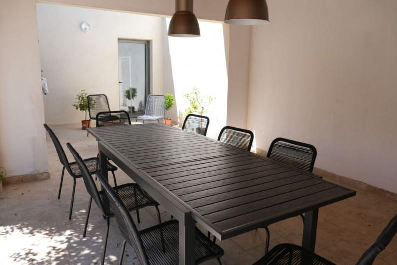 Location de vacances - Villa à Aureille - Coin extérieur avec terrasse couverte