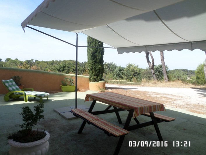 Location de vacances - Appartement à Vaison-la-Romaine - Table fermiere pour manger dehors