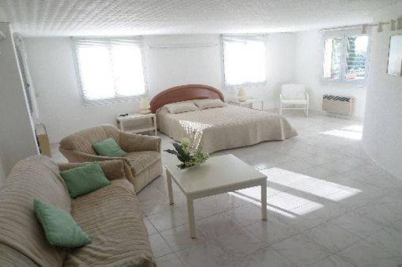 Location de vacances - Appartement à Vaison-la-Romaine - Grande chambre lit 160 /200 avec  2 sommiers.