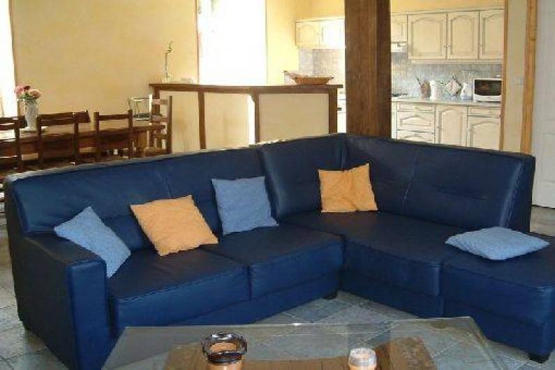 Location de vacances - Maison - Villa à Thiézac - la pièce à vivre et le coin salon