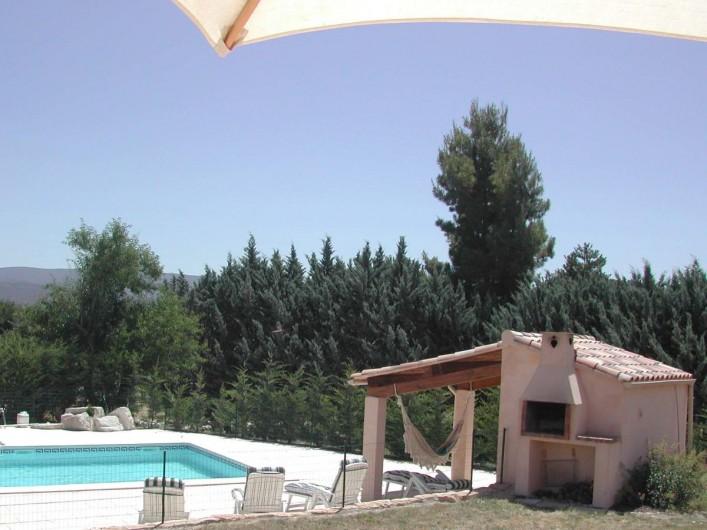 Location de vacances - Villa à Mormoiron - La piscine et le Pool House
