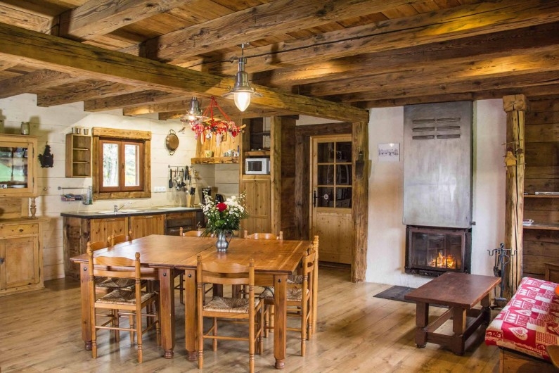 Location de vacances - Chalet à Sainte-Marie-aux-Mines - pièce centrale 7x7 m  coin repas salon et coin cuisine