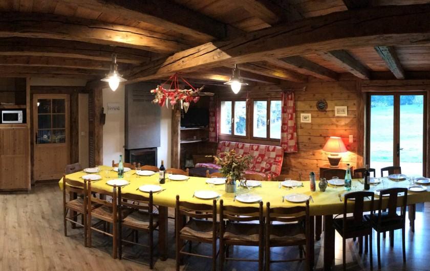 Location de vacances - Chalet à Sainte-Marie-aux-Mines - pièce centrale avec tables pour une vingtaines de personnes