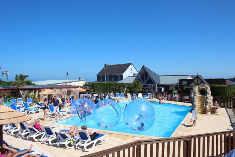 Location de vacances - Bungalow - Mobilhome à Ravenoville Plage - Piscine extérieure chauffée avec animations Aquabulles!