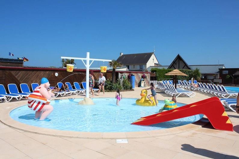 Location de vacances - Bungalow - Mobilhome à Ravenoville Plage - Pataugeoire ludique extérieure chauffée.