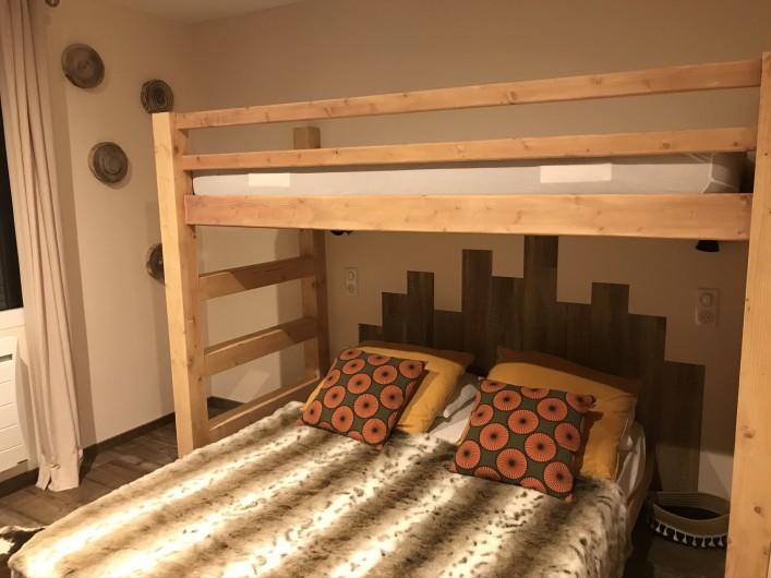 Location de vacances - Appartement à Val Thorens - Une vraie chambre de 10 m2 avec télévision et 3 couchages