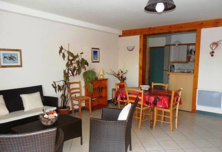 Location de vacances - Appartement à Lajoux - Pièce principale