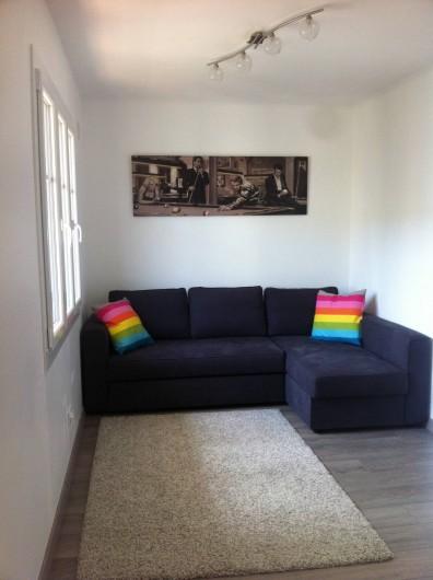Location de vacances - Appartement à Cannes - Salon vue canapé convertible 2 places