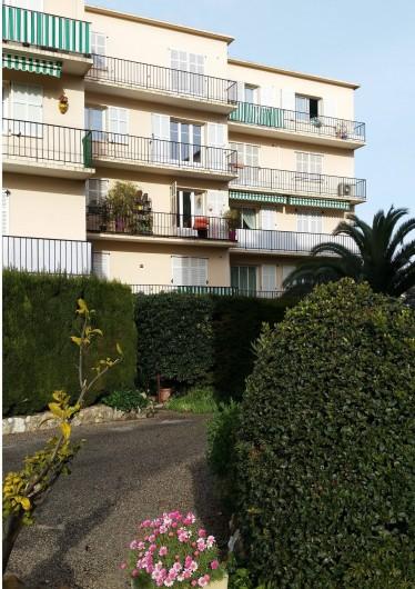 Location de vacances - Appartement à Cannes - Vue de l'extèrieur coté salon