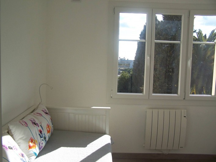 Location de vacances - Appartement à Cannes - Vue de la chambre 2