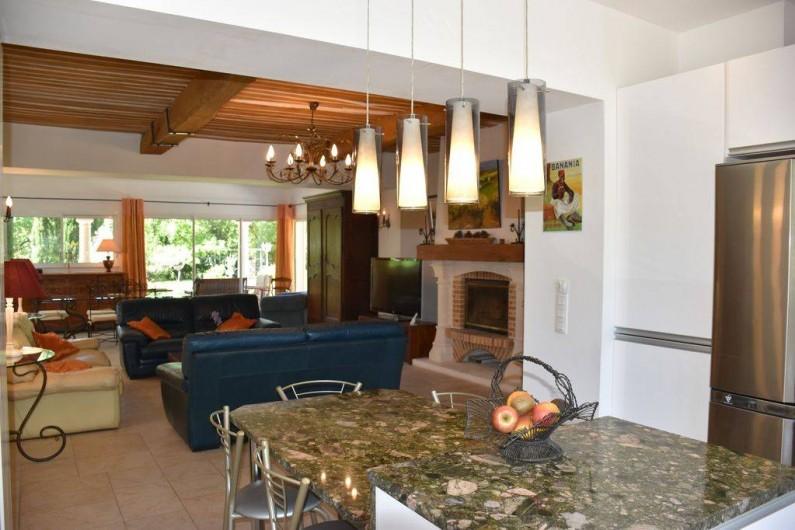 Location de vacances - Villa à Bargemon - Cuisine américaine avec plan de travail et table en granit