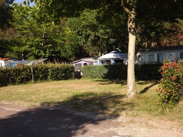 Location de vacances - Camping à Parcoul-Chenaud - Emplacement nu