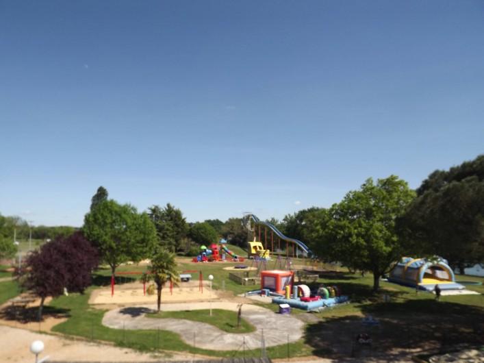 Location de vacances - Camping à Parcoul-Chenaud - Parc de jeux