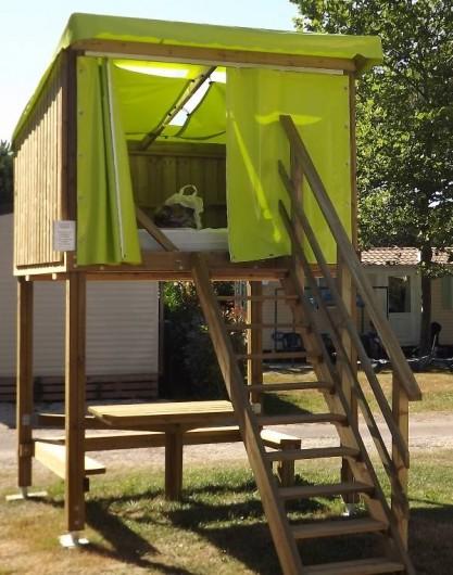 Location de vacances - Camping à Parcoul-Chenaud - Location insolite Camp étoile
