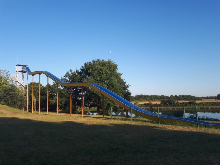 Location de vacances - Camping à Parcoul-Chenaud - Toboggan aquatique