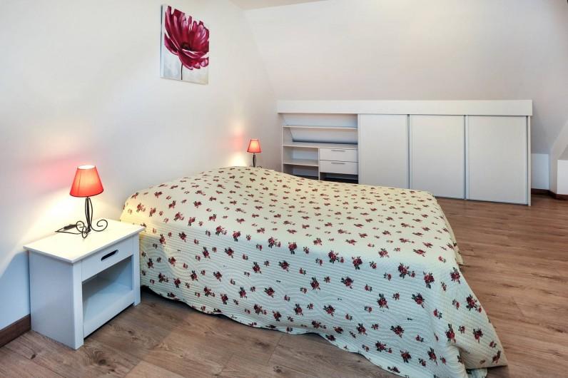 Location de vacances - Gîte à Vauville - CHAMBRE AVEC LIT DOUBLE ET NOMBREUX RANGEMENTS