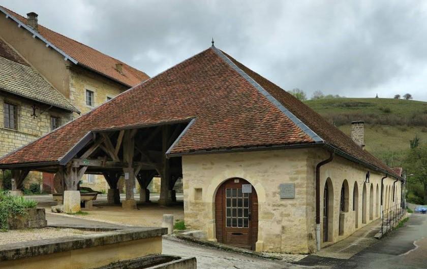 Location de vacances - Maison - Villa à Sancey-le-Grand - village médiéval de Belvoir à 5 mn. Marchés l'été sous les halles