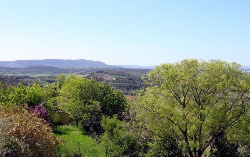 Location de vacances - Gîte à La Garde-Adhémar - Vue Sud Mont-ventoux (vaucluse) depuis la terrasse de la chambre