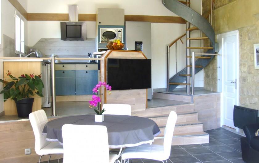Location de vacances - Gîte à La Garde-Adhémar - Pièce principale avec cuisine américaine