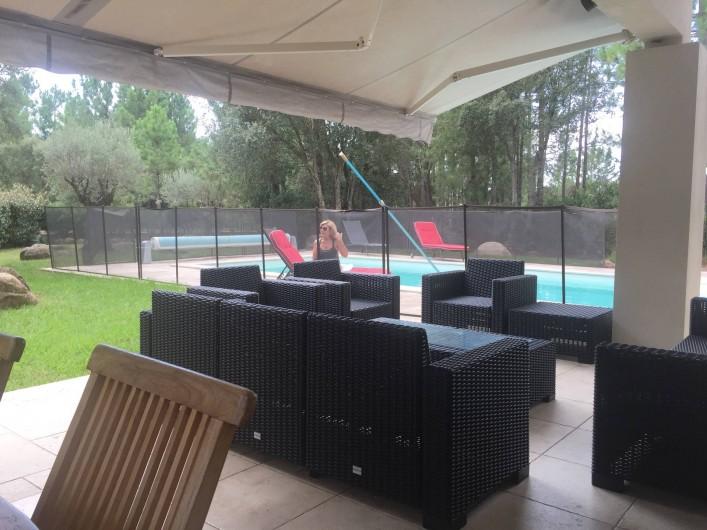 Location de vacances - Villa à Porto-Vecchio - Terrasse et piscine 2