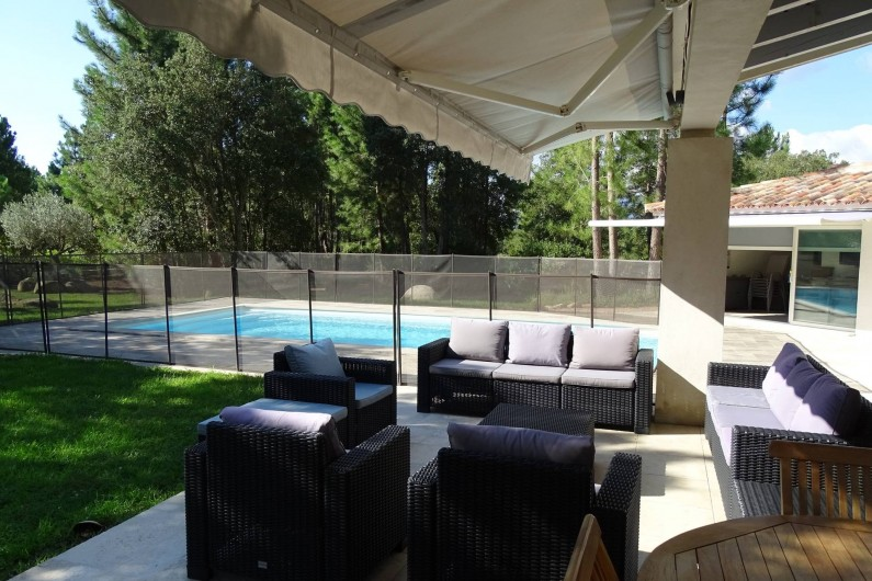 Location de vacances - Villa à Porto-Vecchio - Terrasse et piscine 1