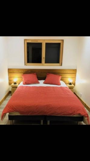 Location de vacances - Chalet à Saint-Sigismond - Chambre Le Pic du Marcelly 2 lits 80 X 190  OU  1 lit 160X190 cm