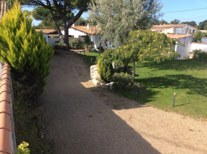 Location de vacances - Maison - Villa à Saint-Pierre-d'Oléron - Allée privative pour le stationnement