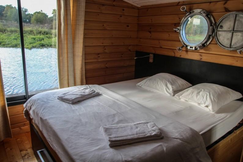 Location de vacances - Bateau à Chassenard - Chambre de la toue cabanée