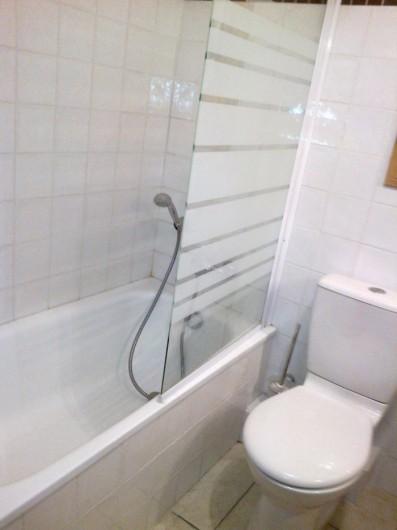 Location de vacances - Appartement à Valloire - sdb baignoire/douche et WC