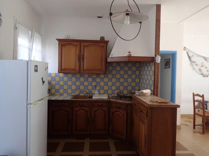 Location de vacances - Villa à Saint-Hilaire-de-Riez - cuisine ouverte donnant sur le séjour superficie totale 80 m2