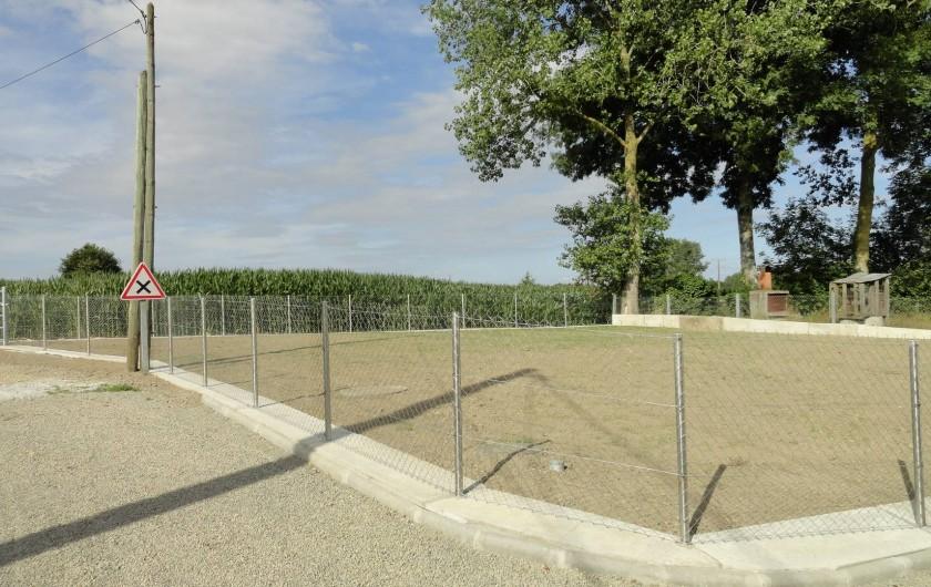 Location de vacances - Maison - Villa à Vessey - pelouse terminée et clôturée