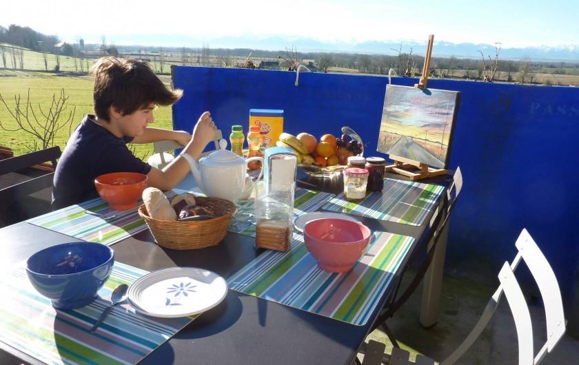 Location de vacances - Chambre d'hôtes à Aubin - Terrasse Sud/Sud Est ou l'on prend le petit déjeuner
