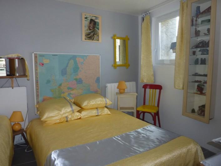 Location de vacances - Chambre d'hôtes à Aubin - Au niveau inferieur la chambre N°2 ( lit double de140+ lit simple) TV, douche WC