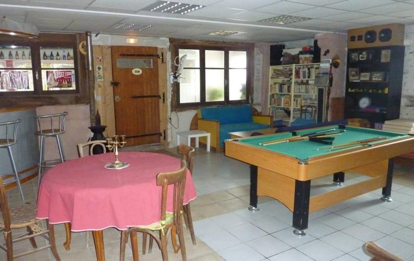 Location de vacances - Chambre d'hôtes à Aubin - Grande salle avec billard