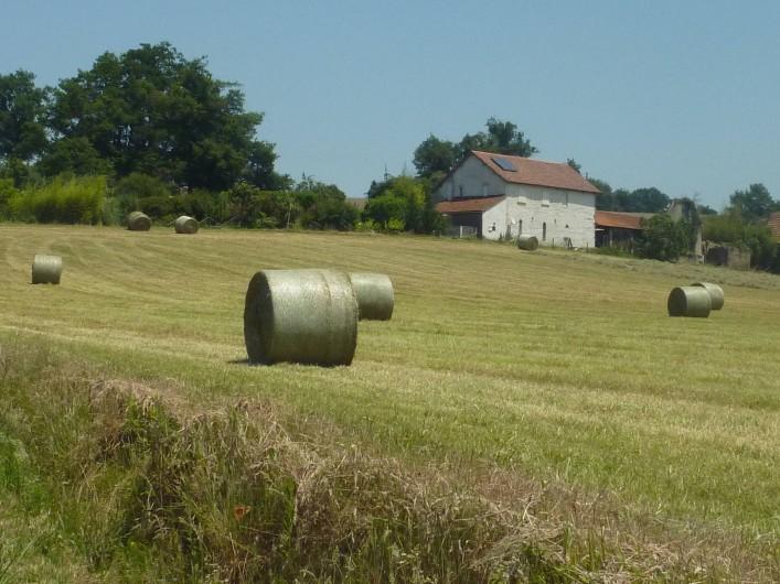 Location de vacances - Chambre d'hôtes à Aubin - Arrivée à la ferme